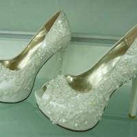 İnci Ve Dantel İşlemeli Gelin Ayakkabısı Modelleri 200x200 2014 İnci İşlemeli Gelin Ayakkabısı Modelleri