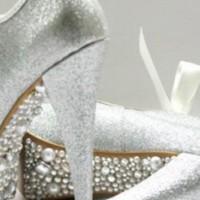 Beyaz İnci İşlemeli Gelin Ayakkabısı Modelleri 200x200 2014 İnci İşlemeli Gelin Ayakkabısı Modelleri