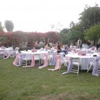 Kır Düğün Masası Süsleme Örnekleri 200x200 Düğün Masası Süsleme Örnekleri