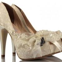 Krem Boncuklu Nişan Ayakkabısı Modelleri 200x200 Dantel Nişan Ayakkabısı Modelleri