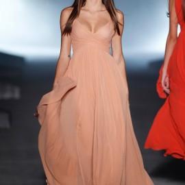 En Moda Uzun Nişan Elbisesi Modelleri