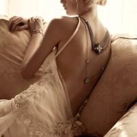 en moda sirt dekolteli gelinlikler 4 200x200 En Moda Sırt Dekolteli Gelinlikler