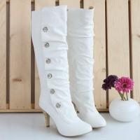 kışlık gelinlik ayakkabisi 11 200x200 Kış Gelinlerine Bot Modelleri