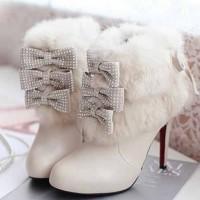 kışlık gelinlik ayakkabisi 3 200x200 Kış Gelinlerine Bot Modelleri