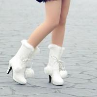 kışlık gelinlik ayakkabisi 7 200x200 Kış Gelinlerine Bot Modelleri