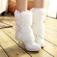 kışlık gelinlik ayakkabisi 8 200x200 Kış Gelinlerine Bot Modelleri