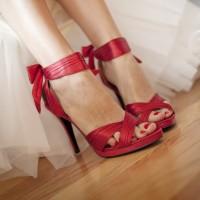 en ilginc gelin ayakkabılari 1 200x200 En İlginç Gelin Ayakkabıları
