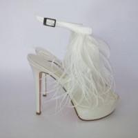 en ilginc gelin ayakkabılari 7 200x200 En İlginç Gelin Ayakkabıları